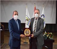رئيس جامعة بني سويف يكرم عمداء الكليات