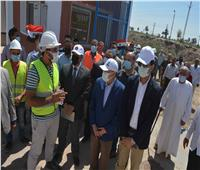 محافظ المنيا يتابع نسب تنفيذ مشروعات «حياة كريمة» بأبو قرقاص