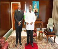 الرئيس الجيبوتييستقبلالسفير المصري ويمنحهوسام الاستقلال