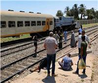 تصادم قطار ركاب بالصدادات الخرسانية بمحطة نجع حمادي ووقوع إصابات