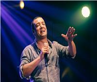 هشام الجخ يبدأ حفل ساقية الصاوي بقصيدة «نانا»