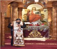 الأنبا تادرس «يطيب» رفات الشهيد أبى سيفين ببورسعيد