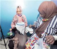 هموم اللاجئات «راحت» بجلسات القهوة ورسم الحنة