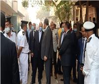 محافظ القاهرة يتفقد موقع حريق عزبة خيرالله