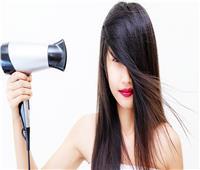 5 أضرار يسببها «السيشوار» مع الشعر المبلل