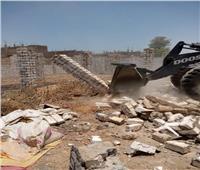 إزالة حالة تعد بالبناء بدون ترخيص بمدينة الأقصر| صور