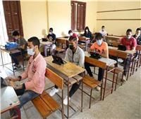 «التعليم» تتابع توزيع مظاريف أسئلة امتحاني الجيولوجيا والتفاضل