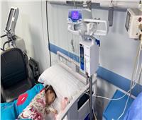 ننشر اللحظات الأولى لعلاج «ليال» أول طفلة مريضة بضمور العضلات | فيديو وصور