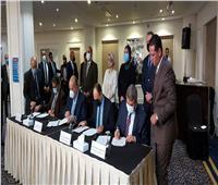 توقيع بروتوكول تعاون بين «البيئة» و«الطيران» لنظام خلايا شمسية بمطار القاهرة | صور