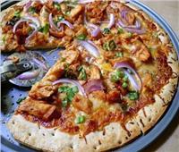 طريقة عمل بيتزا الدجاج وصوص الباربكيو