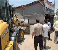 تحرير 122 إزالة إدارية ورفع التعديات على حرم الطريق بمركز ملوي