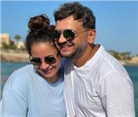 مصطفى خاطر يقضي إجازته الصيفية مع زوجته