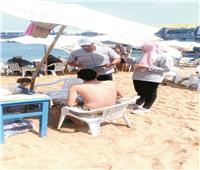 سكان المحافظات يهربون إلى الشواطئ والقرى السياحية