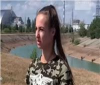 فتاة أوكرانية تتجول فى محيط مفاعل تشيرنوبل