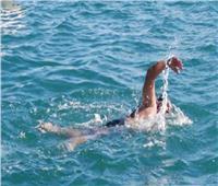 شاهد.. شاب يصر على السباحة من ماليزيا إلى السعودية