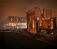 بالصور والفيديو| الحرائق تدمر بلدة بولاية كاليفورنيا الأمريكية