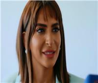 «سوسن سعد».. أول مُعلّقة مصرية فى ملاعب الإمارات  فيديو