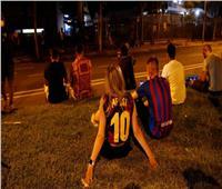 جماهير برشلونة تتجمّع أمام الكامب نو