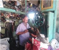 حكايات  ملك الفورمات.. «مصطفى» يُحيي الأحذية اليدوية من «البقري والجاموسي»