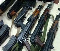 ضبط 6 أسلحة نارية ومخدرات بحوزة 8 متهمين بأسوان