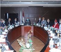 النقل: تنفيذ مشروعات الطرق والكباري ومحاور النيل في التوقيتات المحددة
