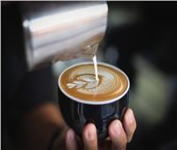 نصائح ذهبية لشرب القهوة بالحليب.. وعلاقتها بالبروتين والطاقة | فيديو