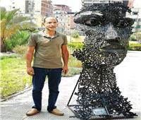 نحات بورسعيدي يحصد المركز الأول بتزيين العاصمة الإدارية بـ«وجه من حديد»