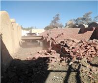 إزالة مقبرة بالطوب الأحمر على مساحة 12 سهماً بـ«البنوان» بالمحلة| صور