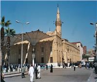 «الأضرحة» تنتظر التطوير| مسجد سيدنا الحسين .. عشوائية وزحام