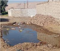 استغاثة من أهالي قرية «نجع عايد» بقنا: «منازلنا مغمورة بالمياه الجوفية»