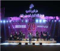 استقبال خاص لـ هشام عباس في حفل مهرجان القلعة للموسيقى والغناء  صور