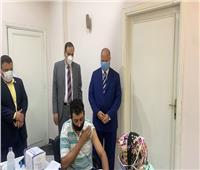 محافظ القاهرة يتفقد إجراءات تلقى العاملين بحى مصر الجديدة لقاح كورونا