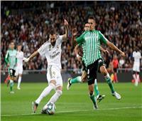 «بنزيما» يقود تشكيل ريال مدريد أمام بيتيس في الليجا الإسبانية