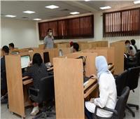 نائب رئيس جامعة أسيوط يتابعاختبارات القدرات الإلكترونية للطلاب المتقدمين للجامعات الأهلية