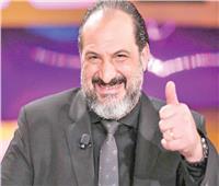 """خالد الصاوي بالبدلة والنظارة في فيلم """"30 مارس"""""""