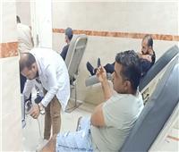 لإنقاذ مصابي «أتوبيس السويس».. المئات يتوافدون على المستشفى للتبرع بالدم  صور