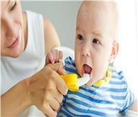 4 نصائح طبية للعناية بأسنان الرضع