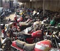 رفع 51 سيارة ودراجة نارية متهالكة لإعادة المظهر الحضاري
