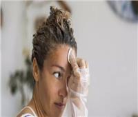 طرق التخلص من آثار صبغة الشعر على اليد والأذن