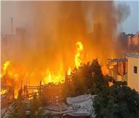 فرض كردون أمني بمحيط حريق مخزنين أخشاب بالشرابية
