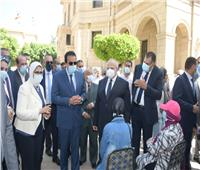 وزير التعليم العالي: الدولة المصرية توفر اللقاح لكوادر الجامعات بالمجان