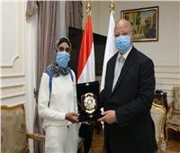 تكريم بنت الأسمرات الحاصةعلى المركز الأولببطولة العرب في الكيك بوكسينج