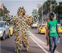 فقط في الكونغو.. مهرجان ملابس من «النفايات»  فيديو
