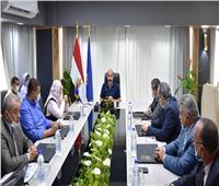 طرح العديد من الفرص الاستثمارية.. محافظ أسوان يلتقى وفد وزارة الإنتاج الحربي