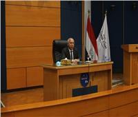 وزير النقل يعقد اجتماعا موسعاً مع العاملين بهيئة ميناء دمياط