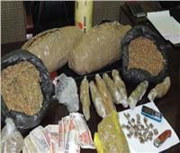 ضبط 4 متهمين بحوزتهم 3 كليو «بانجو» وأسلحة نارية فيأسوان