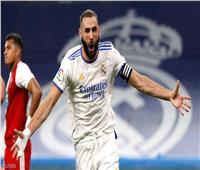 بنزيما يدخل قائمة عظماء الدوري الإسباني ويتفوق على رونالدو