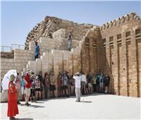 سياح يُعربون عن جمال مقبرة زوسر في سقارة بطريقتهم الخاصة: «تحيا مصر».. فيديو