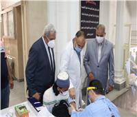 رئيس جامعة الأزهر يتفقد نقاط التطعيم بلقاح كورونا في قطاع كليات الدراسة