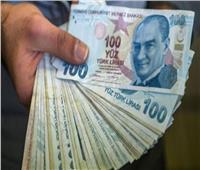 الليرة التركية تهبط إلى 8.65 مقابل الدولار قبيل قرار بشأن الفائدة